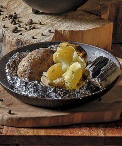 Печеный  в золе молодой картофель с салом