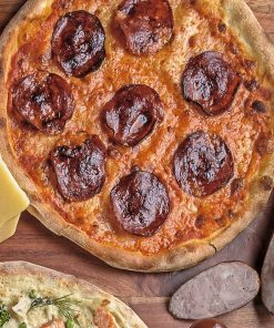 Пицца с домашней колбасой