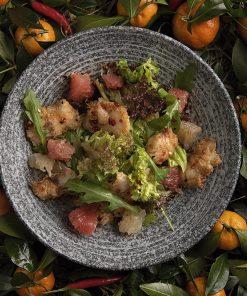 Сибас с помело и рукколой в сладком чили