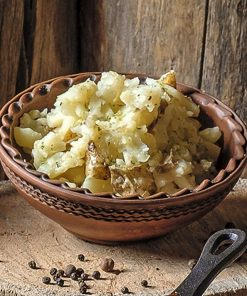 Толченка  из вареной картошки в мундире c маслом и зеленью